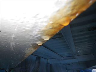 H鋼に付いた水滴
