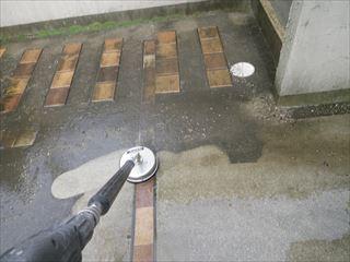 外壁塗装前にガレージ土間の高圧洗浄