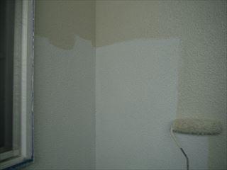 ベランダ壁の上塗り1回目