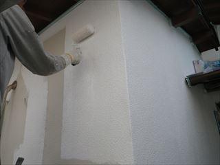 外壁の下塗り微弾性フィラーパターン塗り