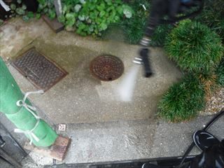 土間の高圧洗浄