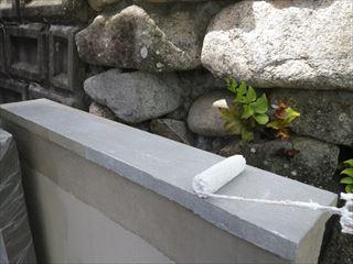 外構塀の笠木下塗り