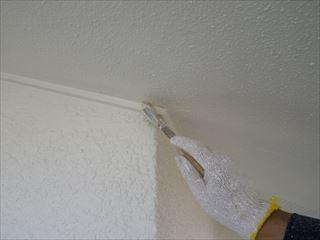 外壁軒の上塗り1回目刷毛