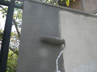 外構塀の下地調整材塗り