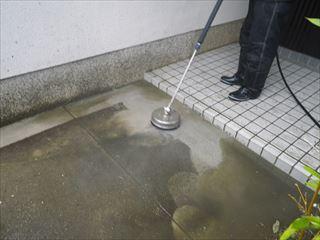 玄関前土間の高圧洗浄