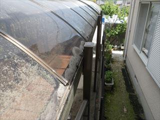 ガレージ樋の苔の清掃後