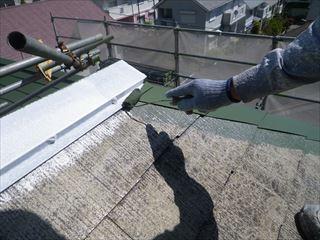 屋根金物の上塗り1回目