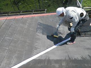 屋根のシーラー塗り