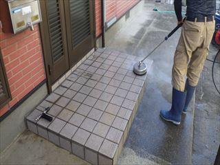 玄関前タイル洗浄