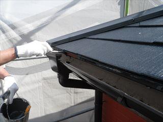 屋根水切りの上塗り
