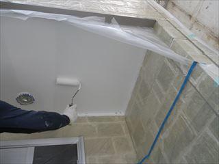 玄関軒の上塗り1回目
