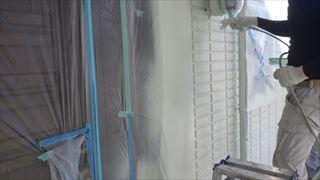北面外壁の上塗り2回目